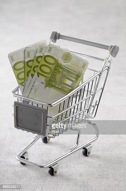 caddie with euros