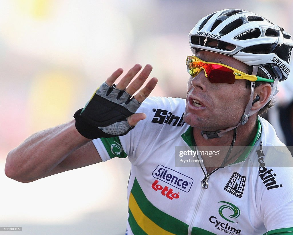 Cadel Evans of Australia waves as he crosses the finish line to win the Men's Road Race at the 2009 UCI Road World Championships on September 27, 2009 in Mendrisio, Switzerland.