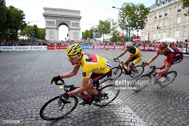 Cadel Evans yellow jersey wearer of team BMC turns the corner at l'arc d triomphe during the twenty first and final stage of Le Tour de France 2011...
