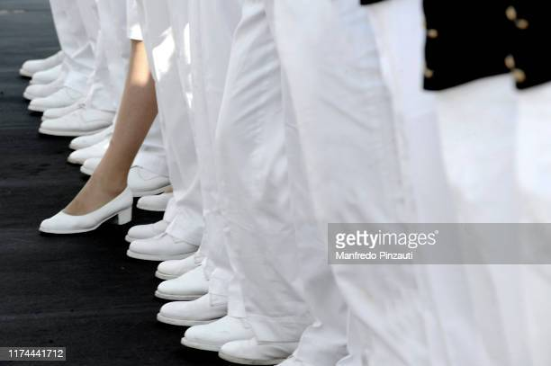 cadets accademia navale italiana . - chaussures blanches photos et images de collection