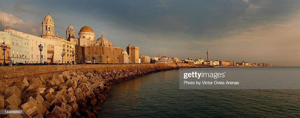 Cadiz Malecon at sunset : Foto de stock