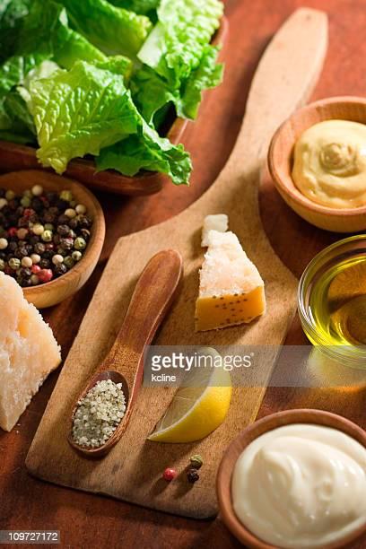 Caesar-Salat-Dressing zubereitet