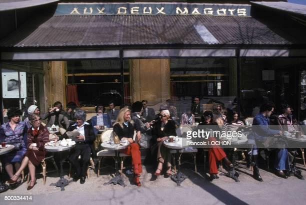 Café 'Aux deux magots' en avril 1976, à Paris, France.