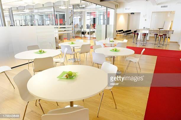 カフェ」のモダンな新しいオープンスペースのオフィス