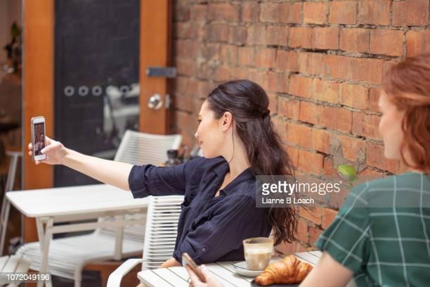 cafe call - lianne loach fotografías e imágenes de stock