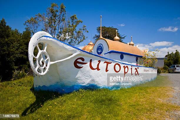 cafe eutopia exterior. - merten snijders stockfoto's en -beelden