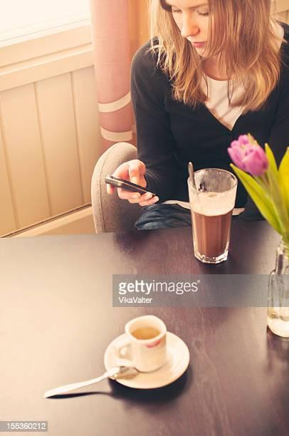 カフェの少女