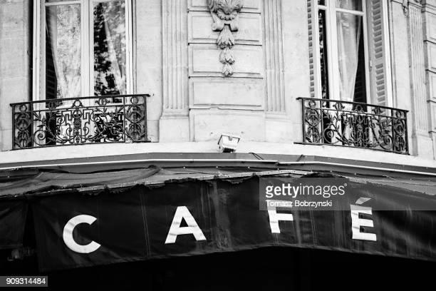 cafe in paris - paris noir et blanc photos et images de collection