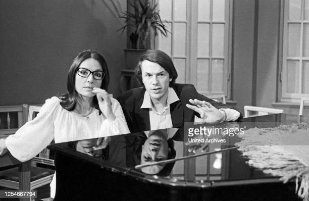 Cafe in Takt, Fernsehserie, Deutschland 1978 - 1984, Gaststar: Nana Mouskouri, Salvatore Adamo.