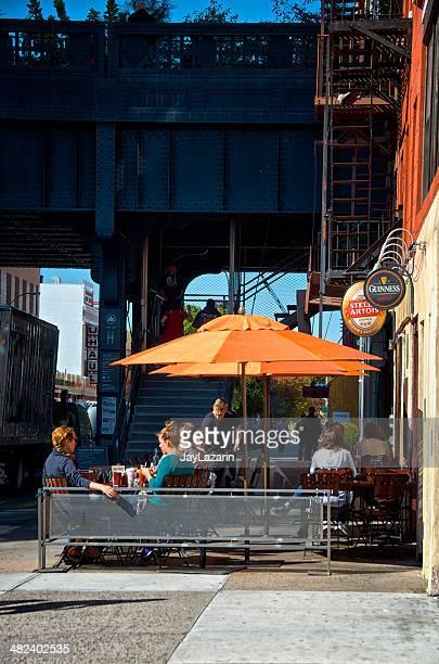 Cafe Leben, New York City, den Menschen nahe High Line, Chelsea