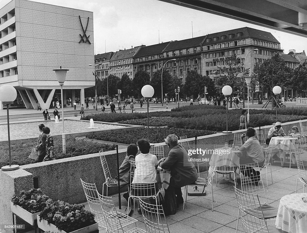 Cafe Lindencorso, Unter den Linden, Berlin DDR : News Photo