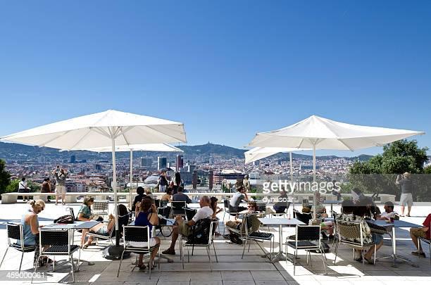 Café de Montjuic esquecendo central Barcelona, Espanha.