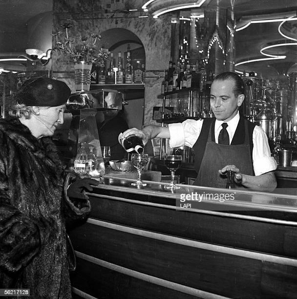 Cafe Paris 1954