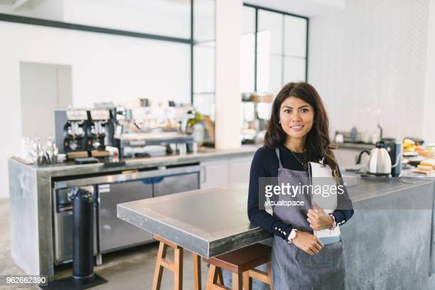 cafe worker - south east asian ethnicity stock pictures, royalty-free photos & images