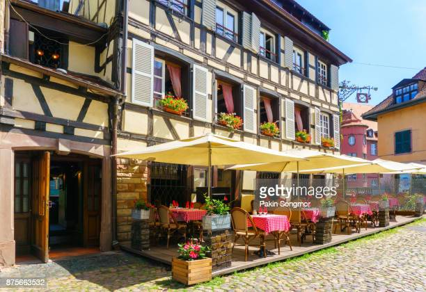 cafes and restaurant in petite-france in strasbourg, traditional colorful houses in la petite france, strasbourg, alsace, france - französische kultur stock-fotos und bilder