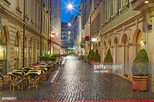 Cafes ayt night in the old town of Geneva