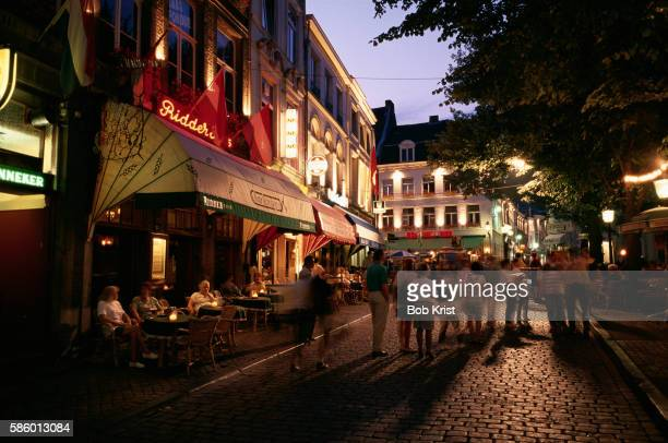 cafes in o.l. vrouweplein square - マーストリヒト ストックフォトと画像