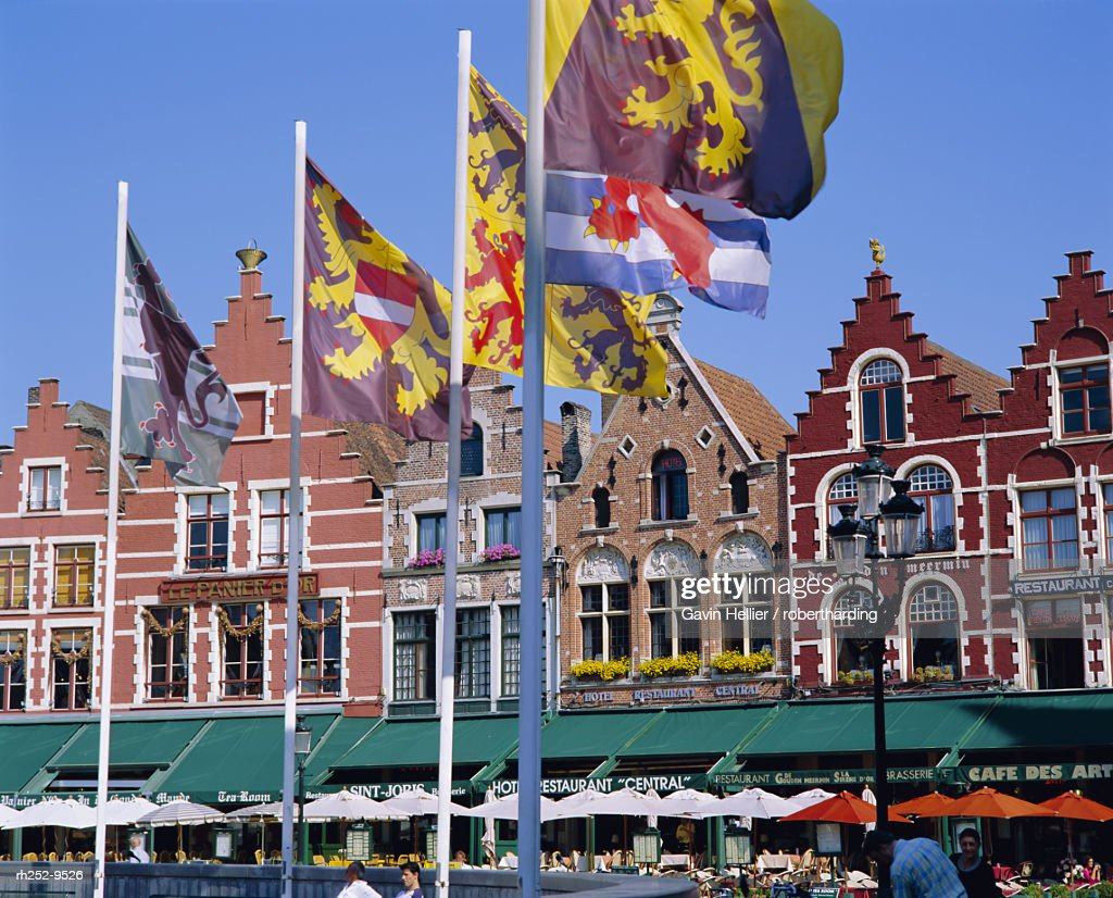 Cafes in the main town square, Bruges, Belgium : Stockfoto