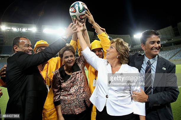 Cafu Brazil President Dilma Rousseff Rosalba Ciarlini Rio Grande do Norte State Governor and Bebeto pose with construction workers during the opening...