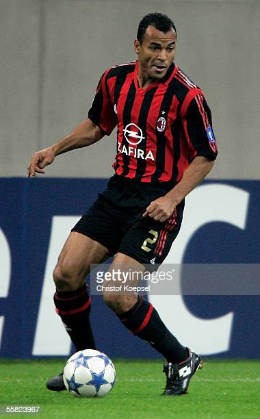 Cafu of Milan runs with the ball during the UEFA Champions League Group E match between FC Schalke 04 and AC Milan at the Veltins Arena on September...