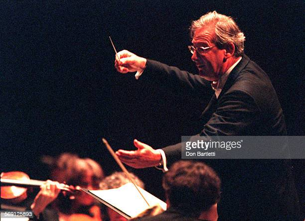 Gardiner.Beethoven2.DB.051799––CostaMesa––John Eliot Gardiner conducts the Orchestre Revolutionnaire Et Romantique on the opening night of the five...