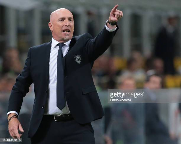 Cagliari Calcio coach Rolando Maran issues instructions to his players during the Serie A match between FC Internazionale and Cagliari at Stadio...