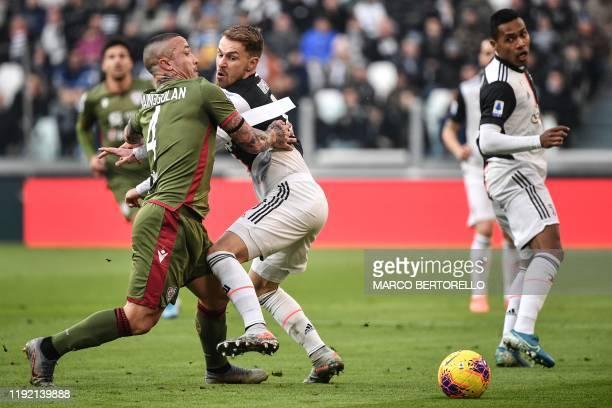 Cagliari's Belgian midfielder Radja Nainggolan collides with Juventus' Welsh midfielder Aaron Ramsey during the Italian Serie A football match...