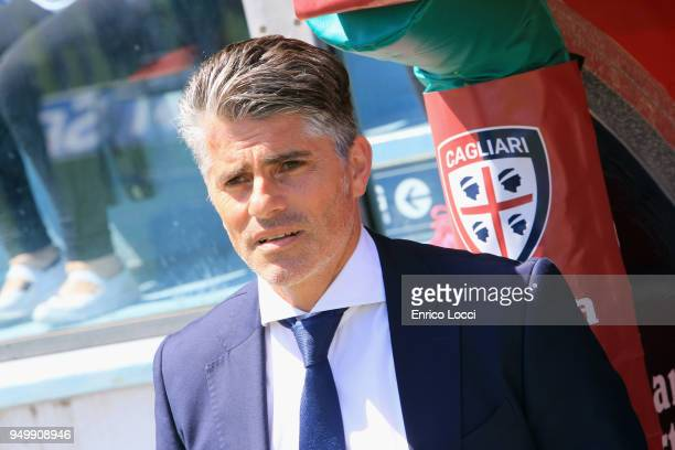 Cagliari's coach Diego Lopez looks on during the serie A match between Cagliari Calcio and Bologna FC at Stadio Sant'Elia on April 22 2018 in...
