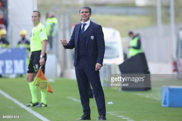 Cagliari's coach Diego Lopez reacts during the serie A match between Cagliari Calcio and Torino FC at Stadio Sant'Elia on March 31 2018 in Cagliari...