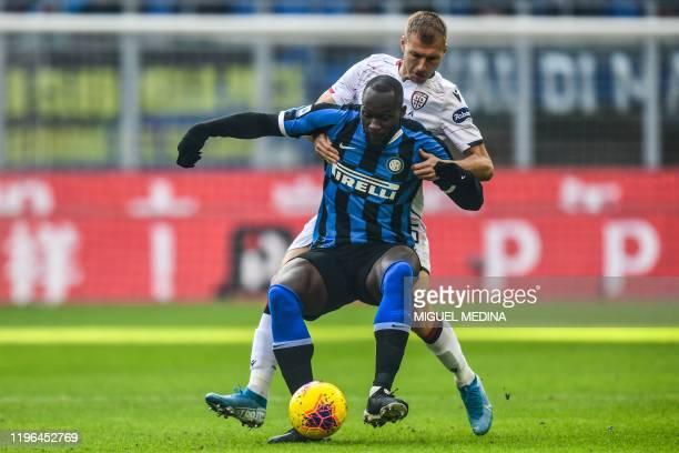 Cagliari's Estonian defender Ragnar Klavan holds off Inter Milan's Belgian forward Romelu Lukaku during the Italian Serie A football match Inter...