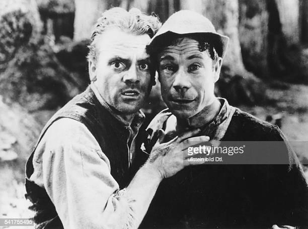 Cagney James *17071899Schauspieler USA als 'Bottom' mit Joe E Brown als 'Flute' in der Verfilmung des Stueckes 'Mittsommernachtstraum' von...