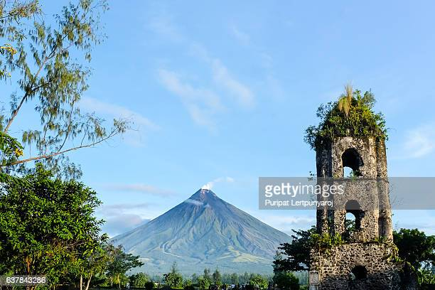 cagsawa ruins & mount mayon volcano - old ruin stock pictures, royalty-free photos & images