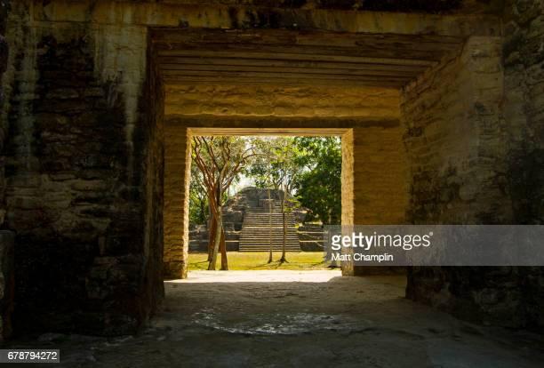 cahal pech mayan pyramids and ruins - ruina antigua fotografías e imágenes de stock