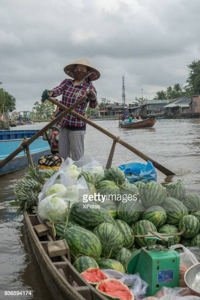 cai rang floating market in can tho - can tho province stock pictures, royalty-free photos & images