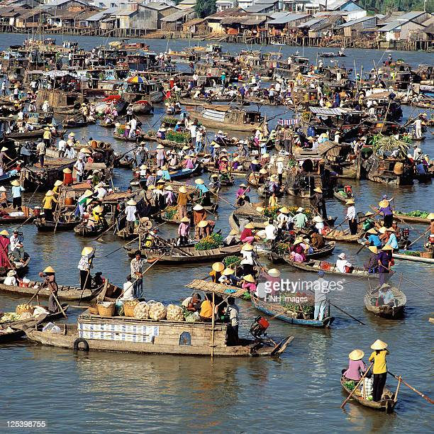 cai rang floating market - floating market stock pictures, royalty-free photos & images