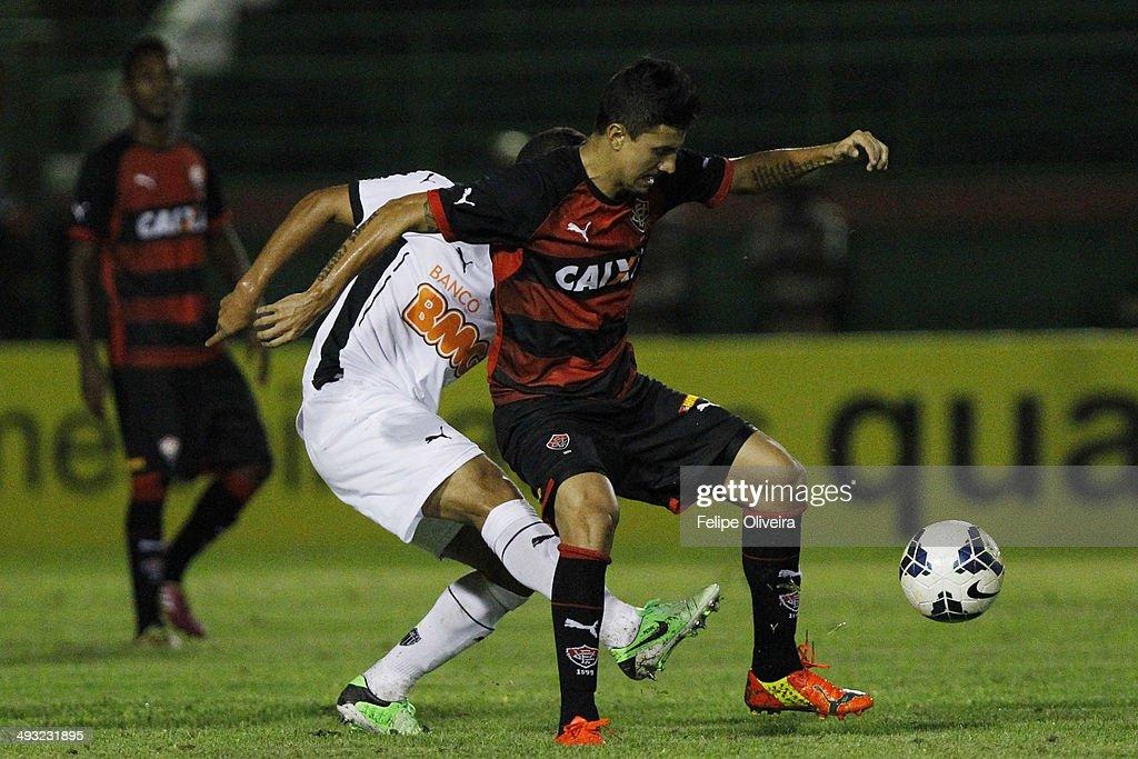 Vitoria v Atletico MG - Brasileirao Series A 2014 : News Photo