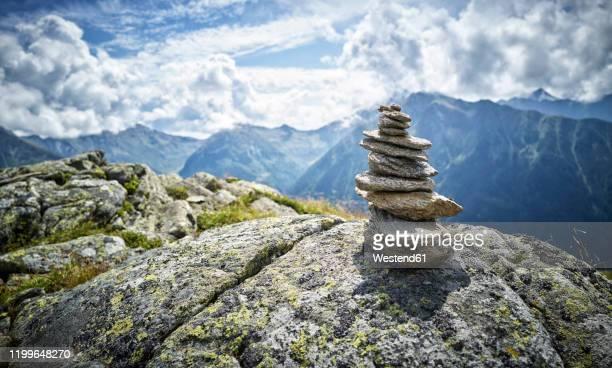 cairn at mount fleckner, passeier valley, south tyrol, italy - 石塚 ストックフォトと画像