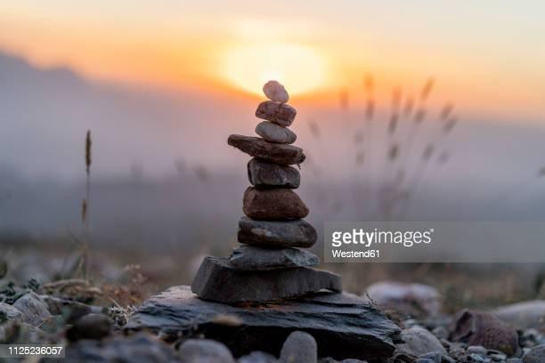 cairn at sunset - 石塚 ストックフォトと画像