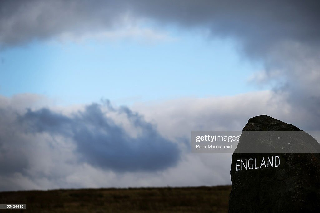 A cairn marked 'England' denotes the border with Scotland on September 14, 2014 in Carter Bar, Scotland. The latest polls in Scotland's independence referendum put the No campaign back in the lead, the first time they have gained ground on the Yes campaign since the start of August.