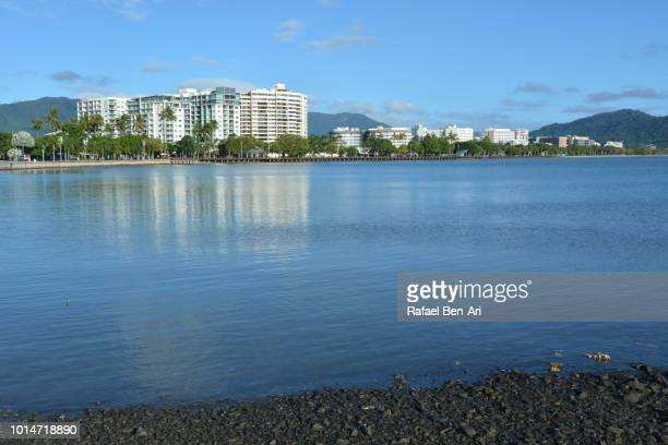 cairns waterfront skyline in the tropical north of queensland, australia. - queensland stock-fotos und bilder