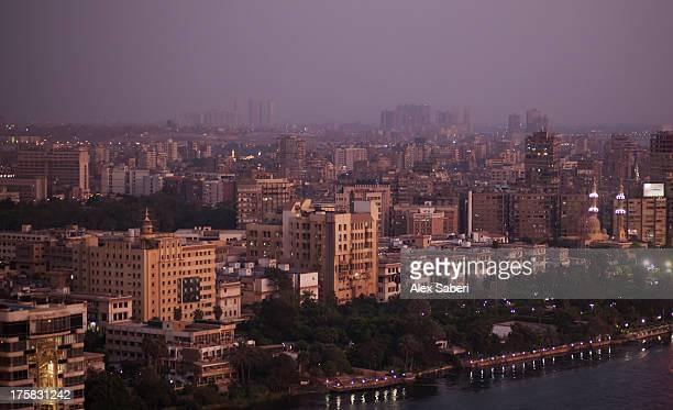 cairo city at dusk. - alex saberi photos et images de collection