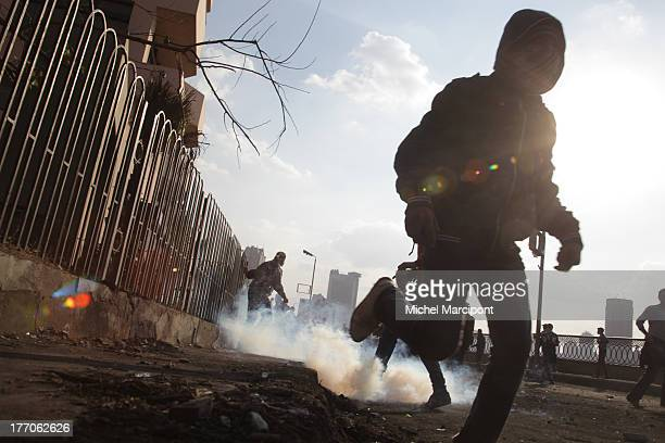 Cairo -Egypt, Clashes between demonstrators and security forces renewed as hundreds of protesters Some protesters used fireworks and Molotov...