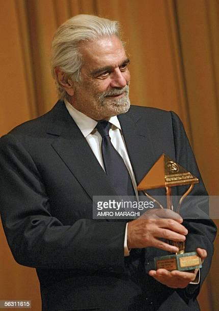 Egyptian film star Omar Sharif receives an honourary award on the sidelines of the Cairo international film festival late 30 November 2005 in the...