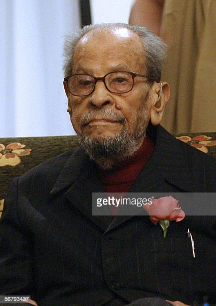 Picture taken 14 December 2005 shows Egyptian novelist and 1988 Nobel prize winner in Literature Naguib Mahfouz celebrating his 94th birthday at a...