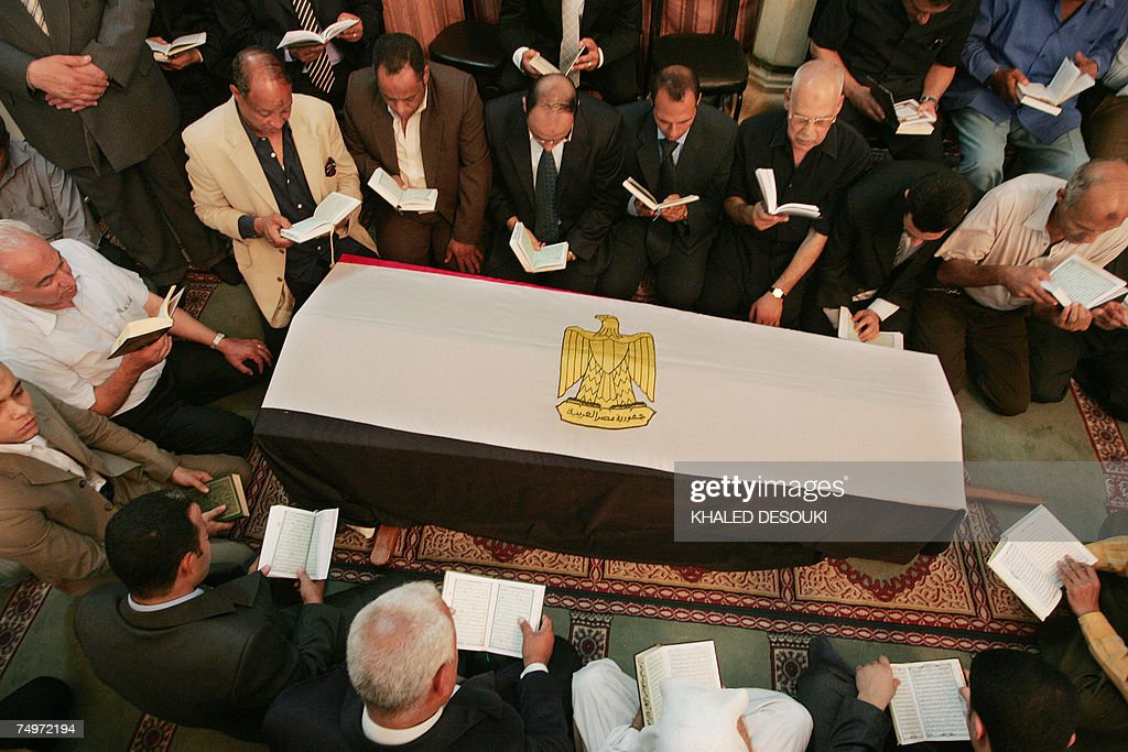 Relatives and friends of Egyptian billio... : News Photo