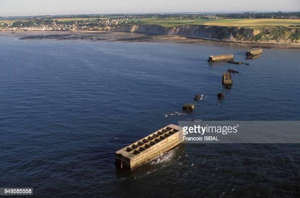 Caissons du port d'Arromanches construits par les britanniques pendant la Seconde Guerre Mondiale dans le Calvados France