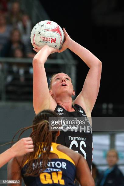 Caitlin Thwaites of the Magpies shoots during the round 11 Super Netball match between the Magpies and the Lightning at Hisense Arena on May 6 2017...