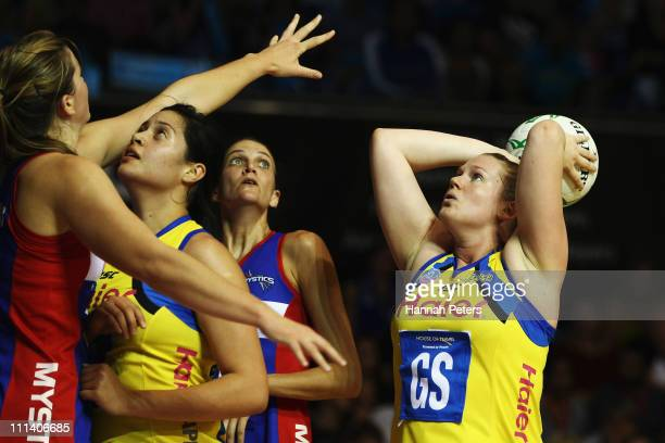 Caitlin Thwaites of the Pulse shoots during the round eight ANZ Championship match between the Mystics and the Pulse at The Trusts Stadium on April...