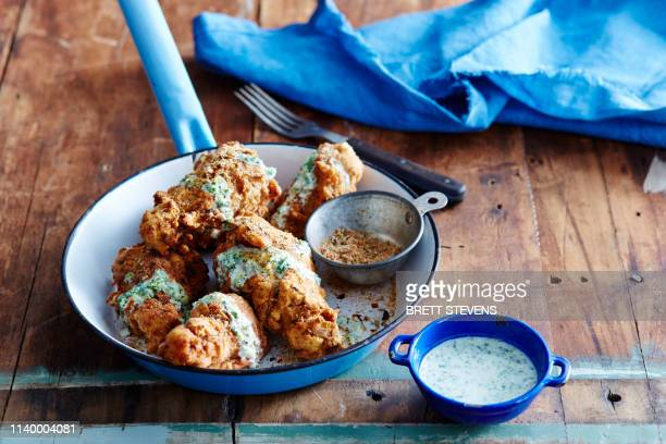 cajun fried chicken with green chilli dressing - fried chicken stock pictures, royalty-free photos & images