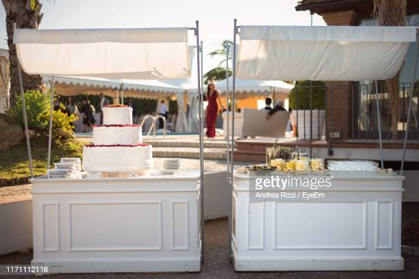 cake at wedding ceremony - andrea rizzi stockfoto's en -beelden